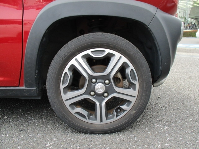 ■純正15インチアルミホイールです。タイヤサイズは165/60/R15となります。