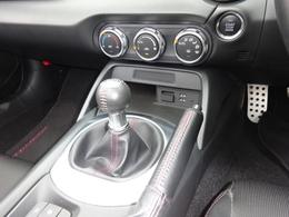 走りの楽しさが際立つ6速MT搭載車!!6速マニュアル車だから実現できたこの素晴らしい加速感をお楽しみ下さい!手首の返しだけで簡単にシフトチェンジ出来、車を操る感覚をより強く実感出来ますよ。