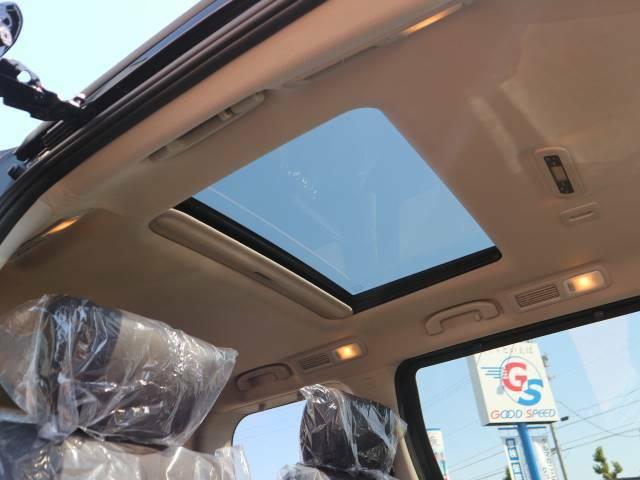 サンルーフを装備。開放的な車内空間の演出により心地の良いドライブをお楽しみいただけます。
