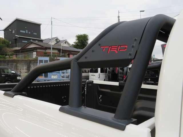 TRDスポーツバーも装着されています☆アクセントになっておりカッコイイですよ♪