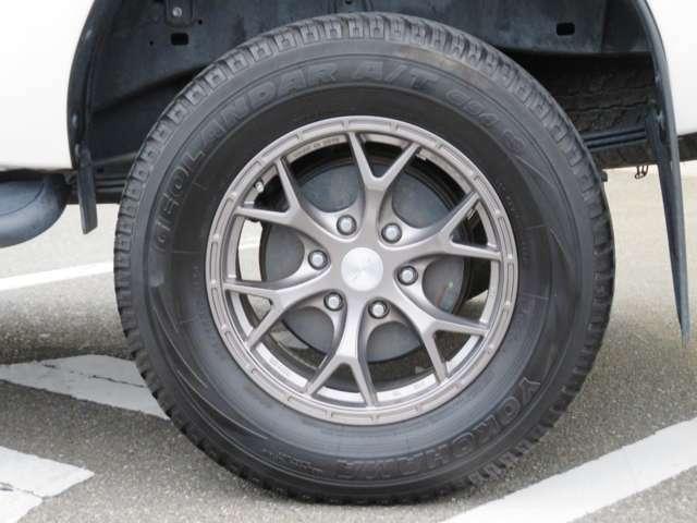 タイヤサイズは265/65R17です☆タイヤの残り溝もまだまだ大丈夫です☆