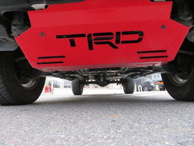 TRD製フロントスキッドプレートが装着されてます!