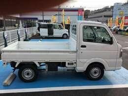 当社のアフターサービスですが板金塗装の自社工場をはじめ、車検整備工場がございます。