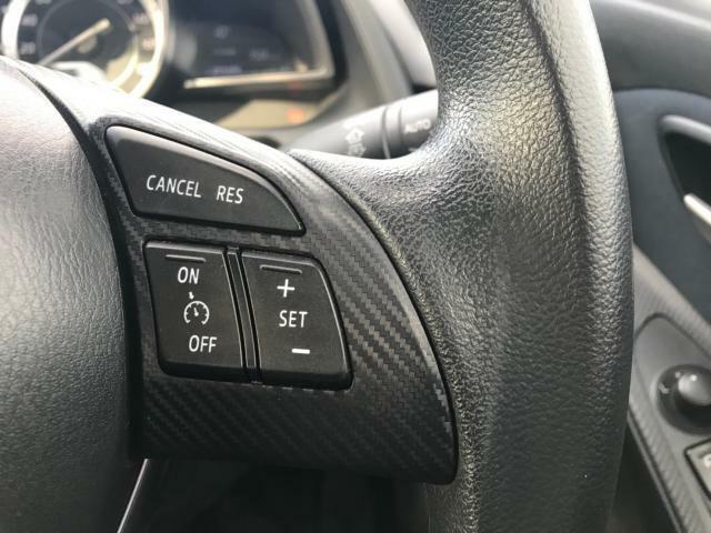 アクセルペダルを操作しなくても指定の車速を維持できます。