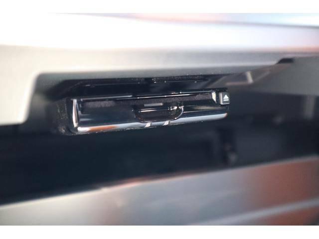 純正位置グローブッボックス内にETC2.0を装備ています。渋滞の迂回ルート、安全運転をサポートします。便利で快適なドライブを愉しめます。