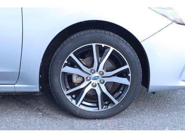 ブリヂスチトン ハイパフォーマンスカー専用タイヤ トランザを純正使用しています