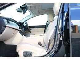ヒーター&クーラー付きフ運転席(メモリー機能付き)、電動ドライバーズシート(ランバーサポート付き)パーフォレーテッドトーラスレザー