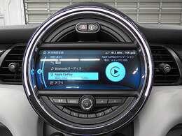 メーカーオプションのApple Car Play装備。iPhoneがナビの画面で操作可能です。