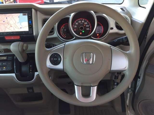 握りやすいハンドルで運転しやすいです!