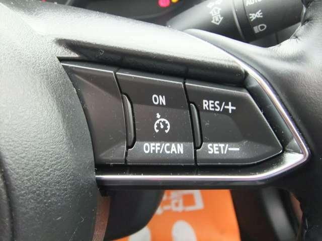 一定の速度(例えば100km)と設定しておけば、その速度でずっと走ってくれる「クルーズコントロール」装備!例えば高速道路で設定すればアクセルを踏まなくてもいいので楽ですよ!燃費もよくなります。