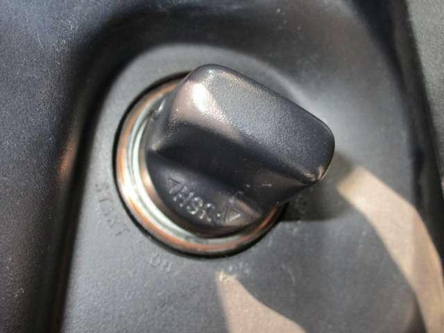 鍵を差し込まずに回すだけでエンジン始動なので手間が省けますね!