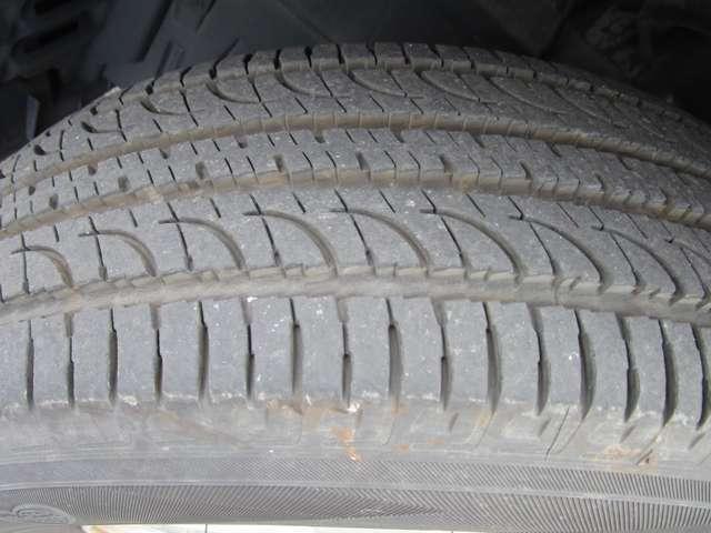 タイヤの溝はまだございますのでそのまま走行していただけます。