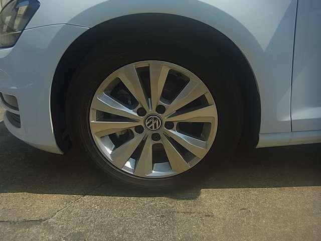 16インチAW、輸入車のおしゃれは足元から!細部までこだわったデザインです。