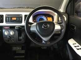 ハンドルも手にしっくり馴染み、握りやすくしっかり車の情報が伝わってきます。