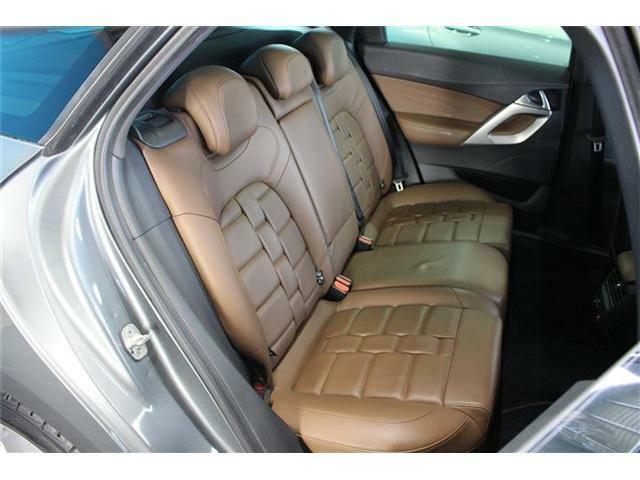 後部座席は大人が乗ってもゆったりと座ることができます!また、フルフラット状態にすることも可能です!無料お電話でのお問い合わせは0066-9711-071628になります!