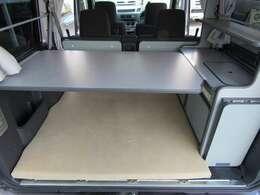 ベット展開した状態でテーブルが使えます!