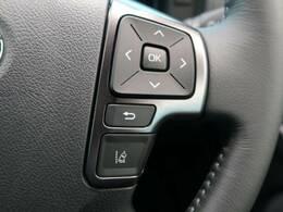 レーンマーカーを検知し、走行車線から逸脱しそうな時は警告灯とブザーで注意を喚起し、クルマを車線内走行に戻す操作を促します。