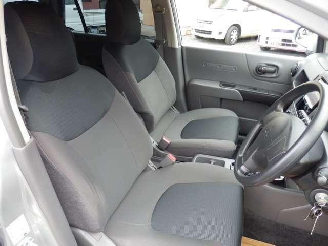 車内のにおいはクレベリン(デンソー)にて消臭・除菌いたします。当店ではエアコンフィルターも在庫しております。2年に一回はフィルターの交換をお勧めいたします。2,000円(工賃込)からになります。