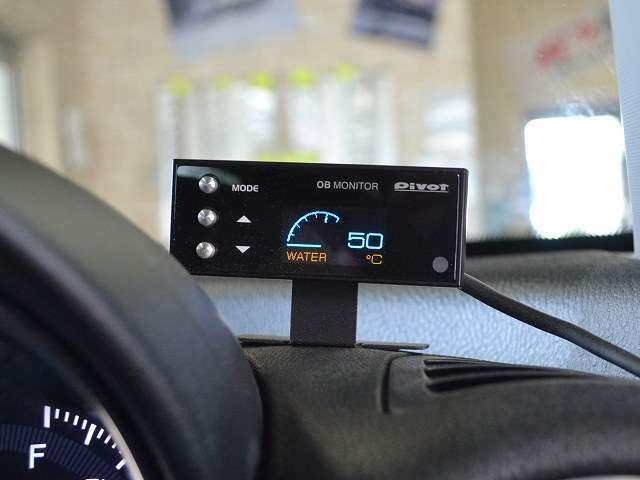 pivot OBモニターを装着、車両コンディションもしっかり確認できます♪
