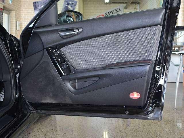 運転席・助手席共にドア内張りの傷・汚れ少なく程度良好です☆