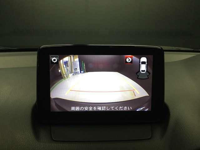 バックモニターは、シフトをRに入れるとナビ画面に自動で後ろのバンパー付近を映し出します!目視とあわせて活用してください☆( 頼りすぎると左右のうしろをこすっちゃいますよ! )