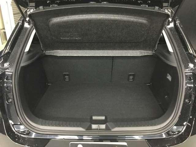 ラゲッジルームには荷物もしっかり積み込めます☆大きめのお荷物も後部座席を倒せるのでばっちりです☆