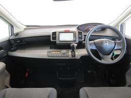ホンダ車らしいスポーティーでスタイリッシュなインパネまわりです。スピードメーターも大きく、運転中に見やすいよう配慮されています。また、インパネATシフトで運転もしやすいですよ。