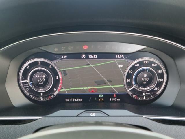 上級モデルの「アドバンス」に標準装着されるTFT12.3インチ大型ディスプレイによるフルデジタルメータークラスター。VWが誇る先進装備が、快適なドライビングをサポートします。