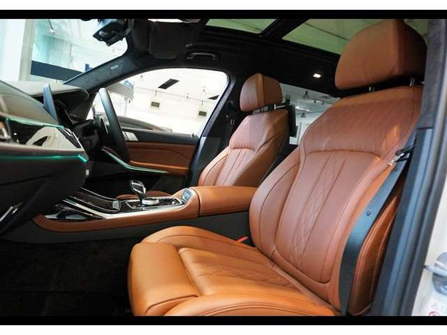 外装・内装ともに大きな傷や凹み等なく弊社の展示車輌は自社の厳選なる基準と第三者機関(2社)のチェックを行い良品にこだわって展示をしております。修復歴のある車輌は展示しておりません。