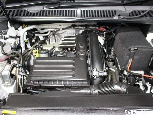 総排気量1,390cc。コンパクトでハイパワーのターボガソリンエンジン。荷物を積んでも快適に走ります