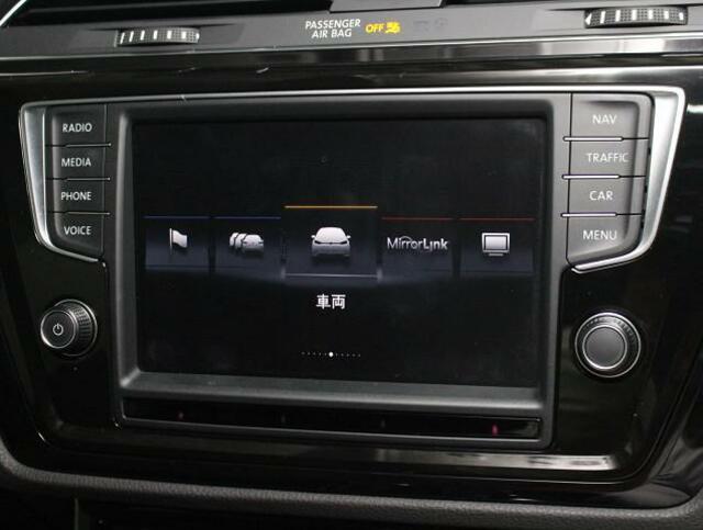 ボタンが大きく表示され、助手席からも操作しやすいディスプレイ。