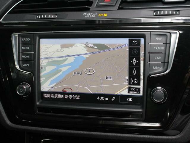 コントラストが効いて見やすい大型画面ナビ。音楽車両地図 など多様な情報を表示するディスカバープロを搭載。