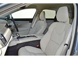 運転席、助手席にはシートヒーターを装備。寒い冬でも暖かく快適です。