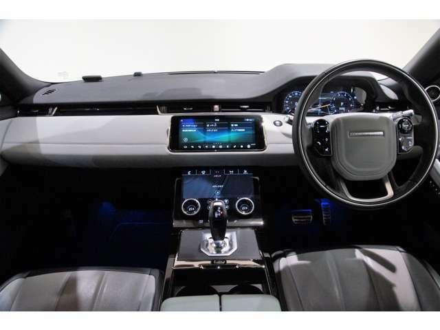 視界が広くとても運転しやすいお車です!パワーシートを装備していますので、細かいドライビングポジションの設定が可能です!