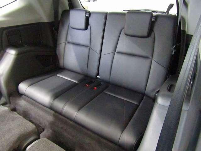 CR-V初!7名乗車をかなえる3列目シートです(*^-^*)普段使わないときにはたたんでおけるのでどんなシーンでも安心です♪