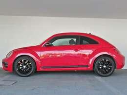 アルミホイールに加え「フロントグリル」「リヤディフューザー」「サイドモールディング」「ドアミラー」にもブラックを使用。 赤いボディカラーとのコントラストが鮮烈な特別限定車に仕上がっております。