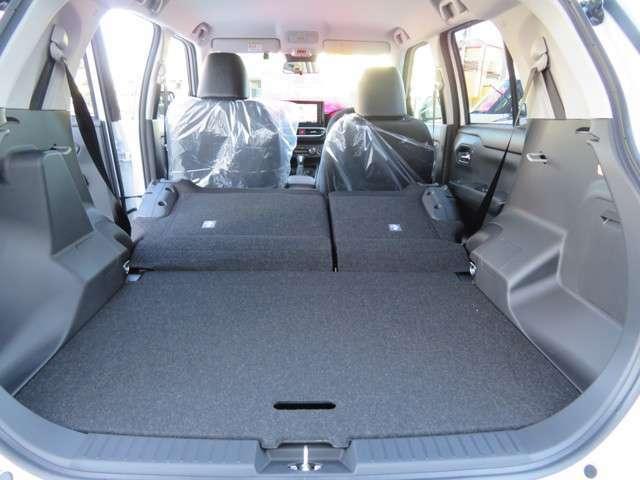 後席シートはかさばるる荷物も収納も楽々、使い買っての良いフルフラットシート、用途に合わせて便利に変身、セパレートシートです、