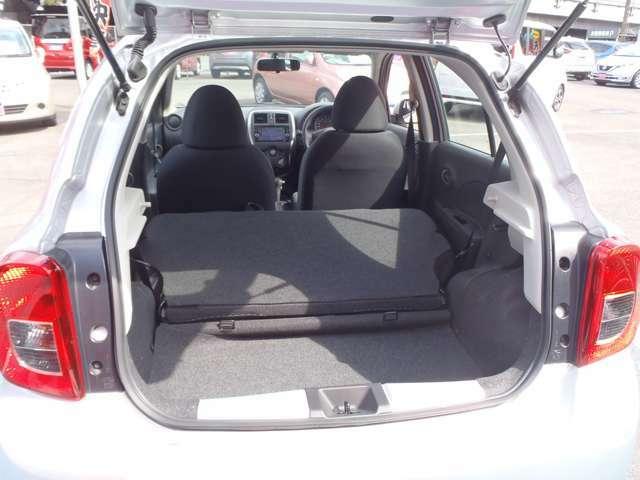 ★さらにシートを倒せば、長尺物などの収納もできるスペースになります。