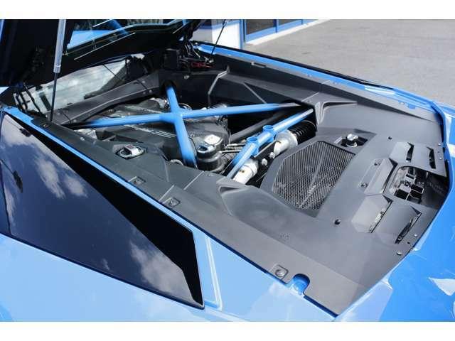 ディーラーオプションのガラスエンジンフード装備!!エンジンルームも非常に綺麗ですよ!各種ローン、残価設定ローン、実質年利2.9%~7.8%取扱いございます。是非ご相談下さい。