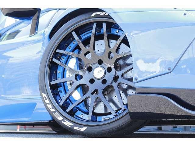 FORGIATOホイール装着!カラーは、珍しいカーボン調です! キャリパー削り出し加工、塗り分け塗装済!Fr:255/30ZR20 Rr:355/25ZR21