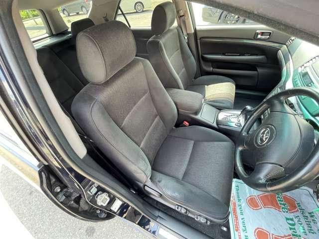 運転席・助手席共にとても綺麗なお車です^^