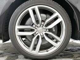 オプション 5ツインスポークスターデザインチタンルック21インチアルミホイール☆関東最大級のAudi・VW専門店!豊富な専門知識・経験で納車後もサポートさせていただきます☆