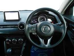 すっきりとしたハンドル周りのデザインで、運転席の操作性も良く、リラックスして運転をしていただけます。