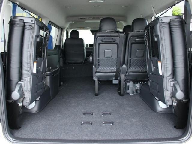 両側を格納することによって、広大な荷室スペースに早変わりです!