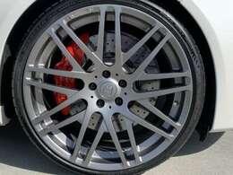 BRABUS21インチフォージッドアルミホイールにミシュランPS4装着です。タイヤホイールのみで170万オーバーです。