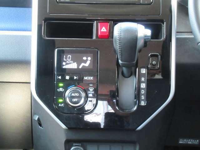 CVT(無段変速車) フルオートエアコン 視認性の高い液晶で車内温度を設定出来ます♪