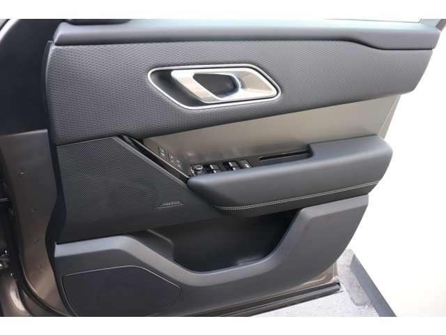 Meridianスピーカー装備しているため、質の良い音が車内で過ごす時間を彩ります。
