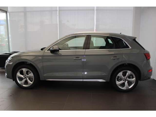 どの角度から見てもすぐに「Audi」だと分かり、時間が経っても古さを感じさせないタイムレスデザインを採用。