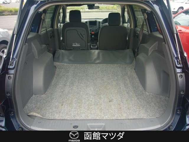 リヤのシートを倒せば広い荷室の完成☆大きな荷物なども楽々積載で多趣味な方にもおすすめ☆