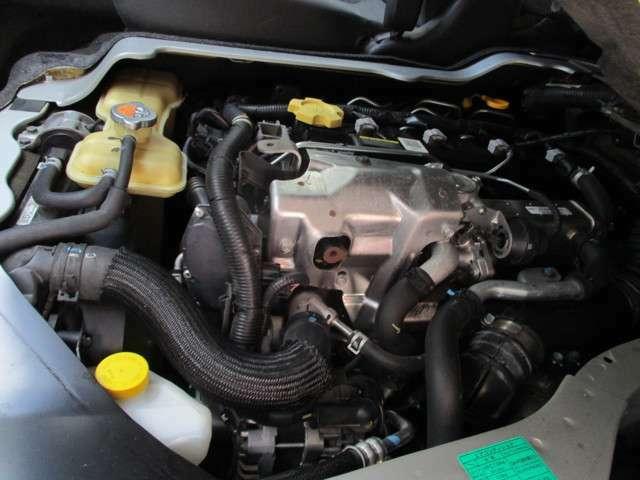 エンジンルーム内も綺麗にクリーニングして状態がわかりやすく展示しております。大切な愛車だからこそ、ご自身で点検できる様サポート致します。